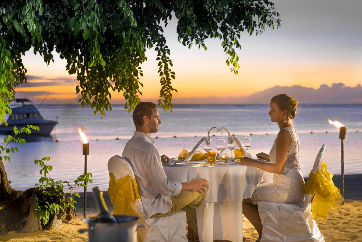 sofitel mauritius l 39 imp rial resort spa gallery romantic dinner on the beach. Black Bedroom Furniture Sets. Home Design Ideas