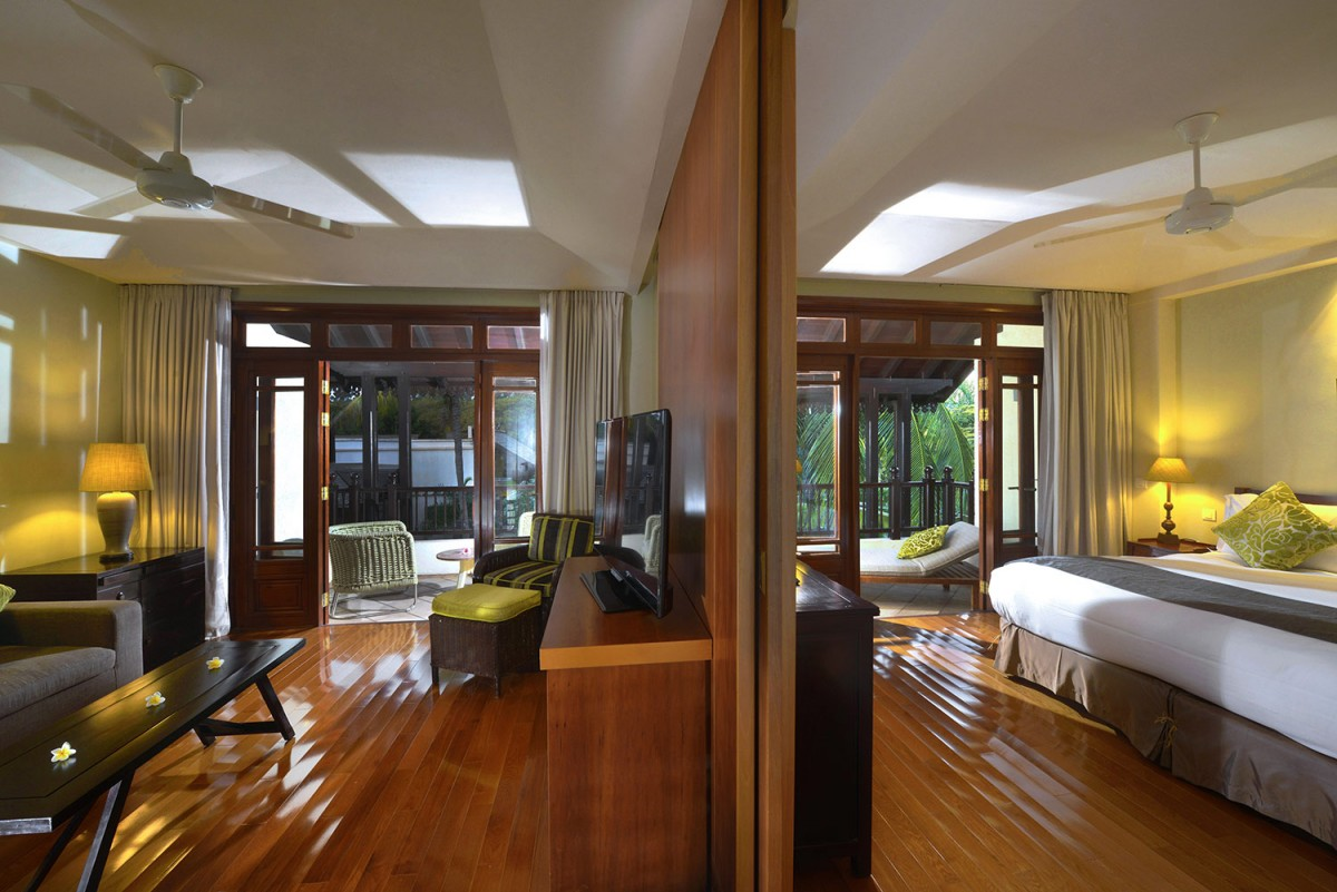sofitel mauritius l 39 imp rial resort spa gallery family suite with the sliding partition. Black Bedroom Furniture Sets. Home Design Ideas